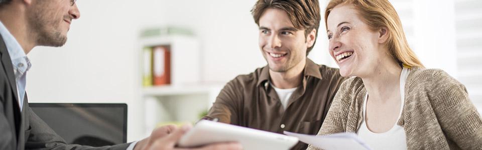 hombres ocupados y wemen necesita un préstamo urgente